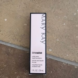 Mary Kay matte wear liquid foundation ivory 3